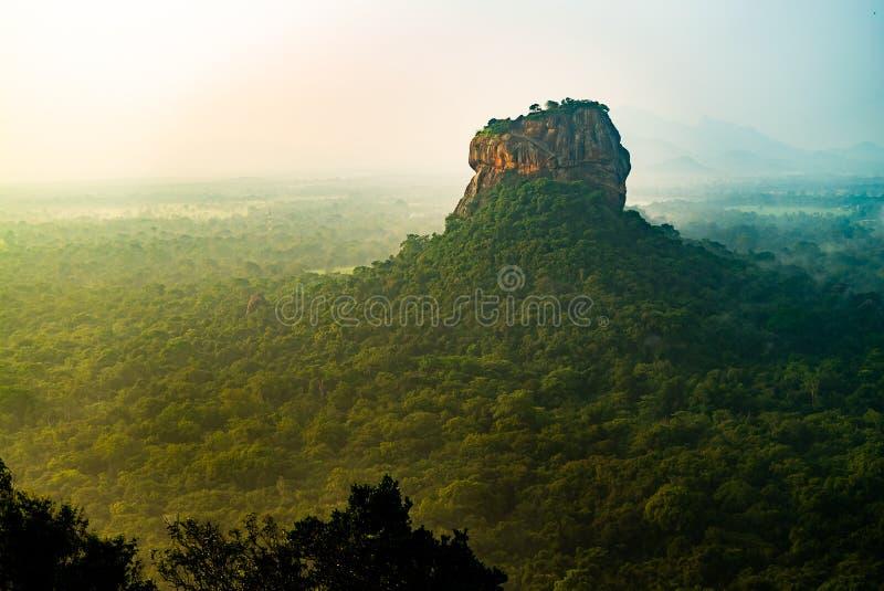 Взгляд сверху рассвета запаздывания sri держателя утеса льва Sigiriya стоковые изображения