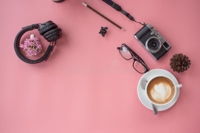 Взгляд сверху свежего перерыва на чашку кофе стоковые изображения
