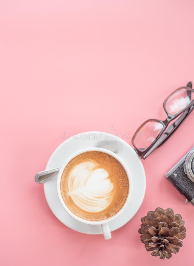 Взгляд сверху свежего перерыва на чашку кофе стоковые изображения rf