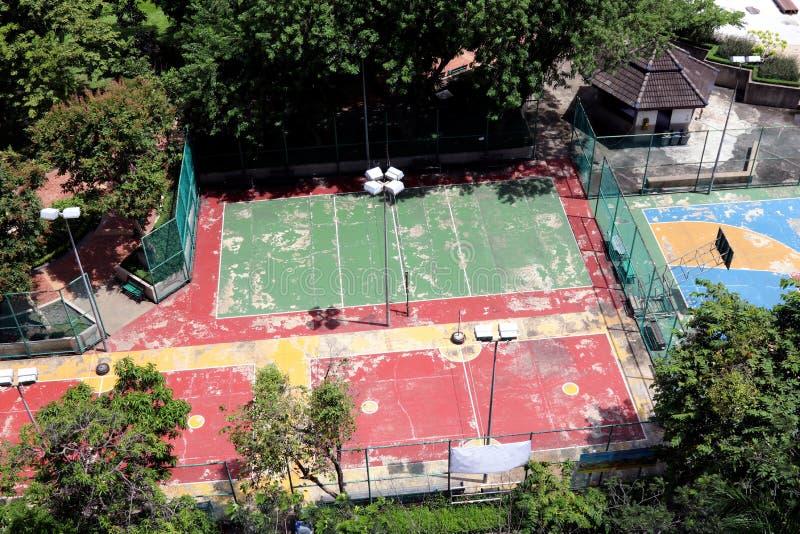 Взгляд сверху стадиона спортивной площадки внешнее в саде общественного парка стоковые изображения rf