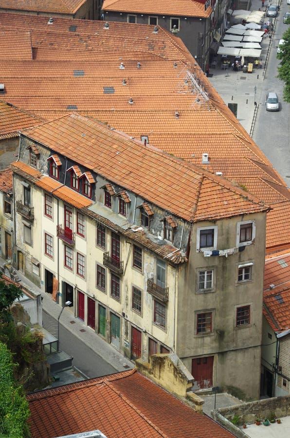 Взгляд сверху старых домов в Порту стоковая фотография