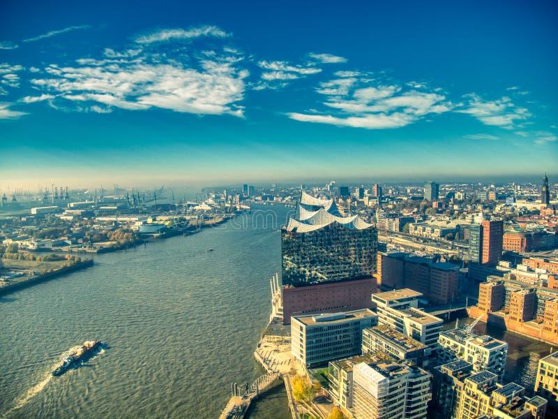Взгляд сверху трутня elbphilharmonie Гамбурга стоковые изображения