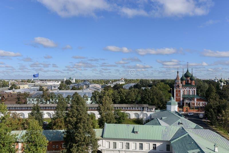 Взгляд сверху церков Архангела Майкл в Yaroslavl стоковые изображения
