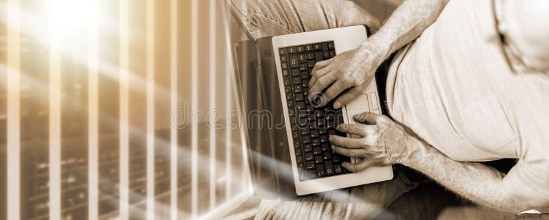 Взгляд сверху человека работая на его ноутбуке; множественная выдержка стоковые фотографии rf