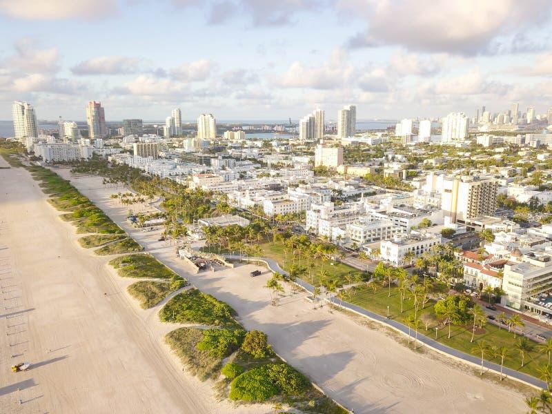 Взгляд сверху южного пляжа Майами взгляд трутня стоковое изображение