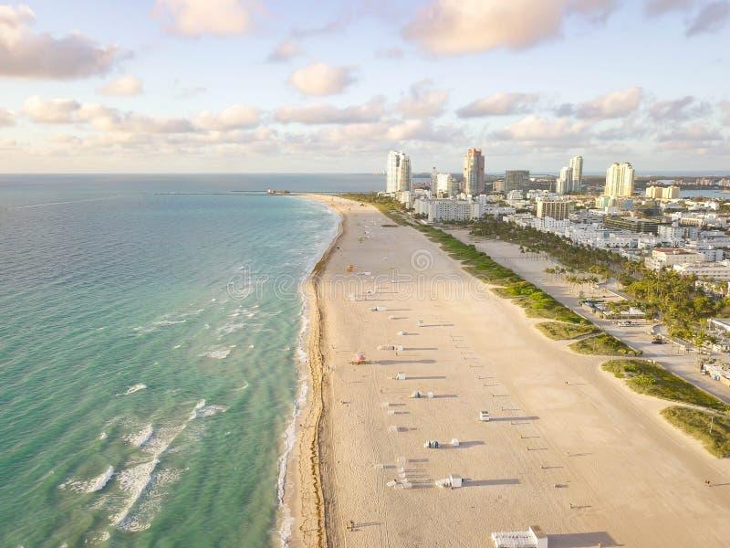 Взгляд сверху южного пляжа Майами взгляд трутня стоковое фото rf
