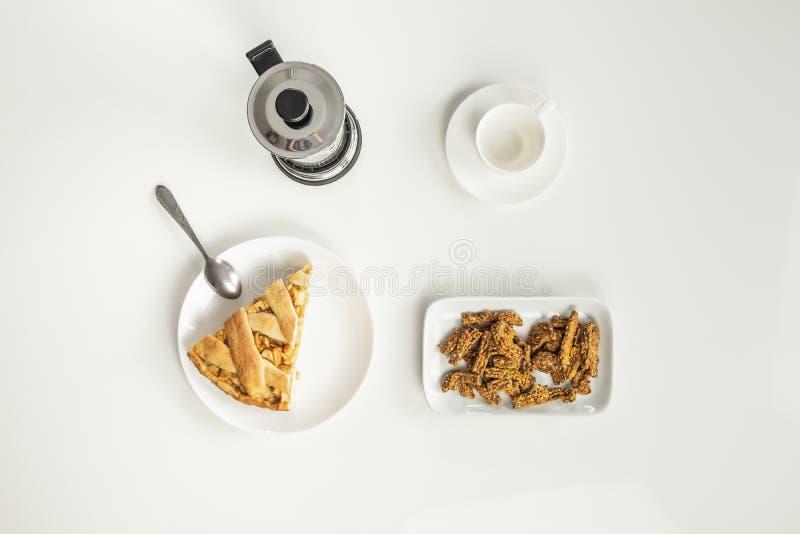 Взгляд сверху minimalistic таблицы с бизнес-ланчом с кофе, стоковые фотографии rf