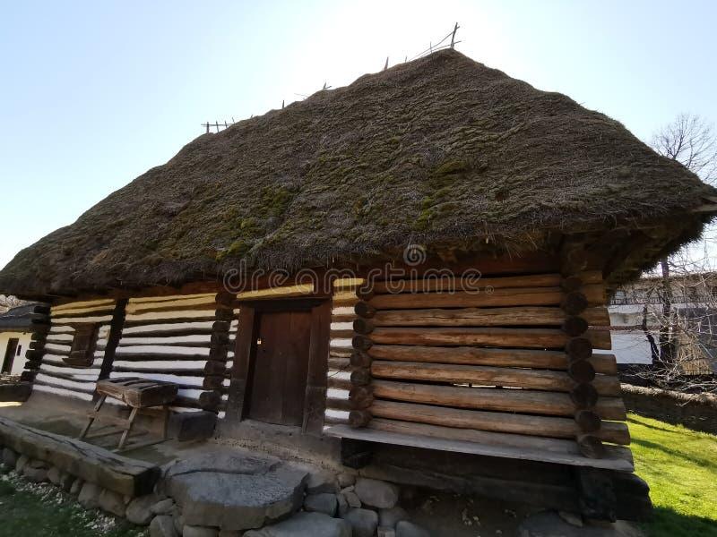 Взгляд сельского дома широкий боковой стоковое фото rf