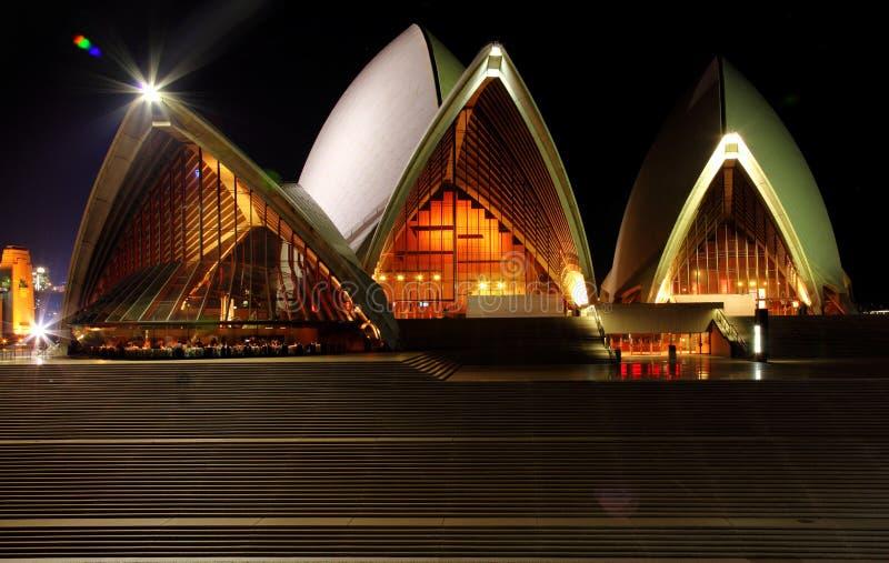 взгляд Сиднея задего оперы дома стоковое изображение rf