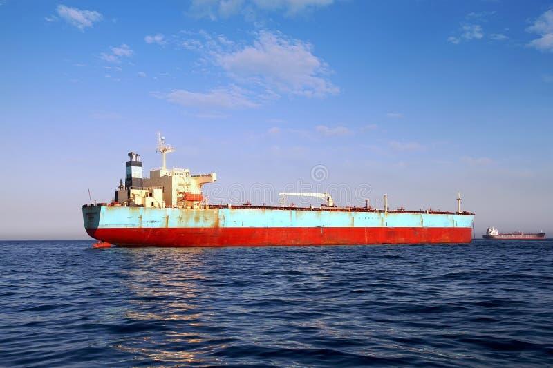 Взгляд смычка привилегии Maersk корабля судно-сухогруза поставленной на якорь в заливе Algeciras в Испании стоковое фото