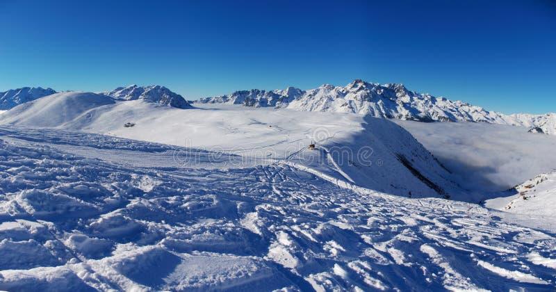 взгляд снежка alpes панорамный стоковые изображения