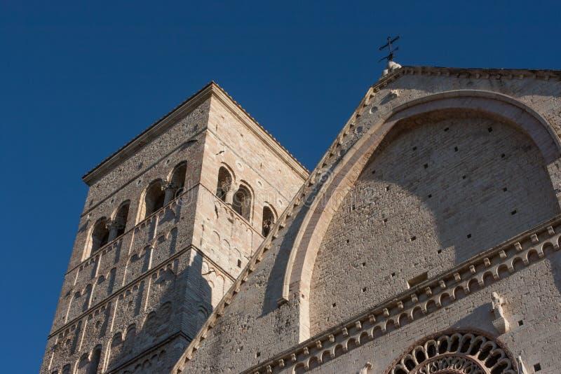 Взгляд собора Сан Rufino на заходе солнца, Assisi, Умбрии, Италии стоковая фотография