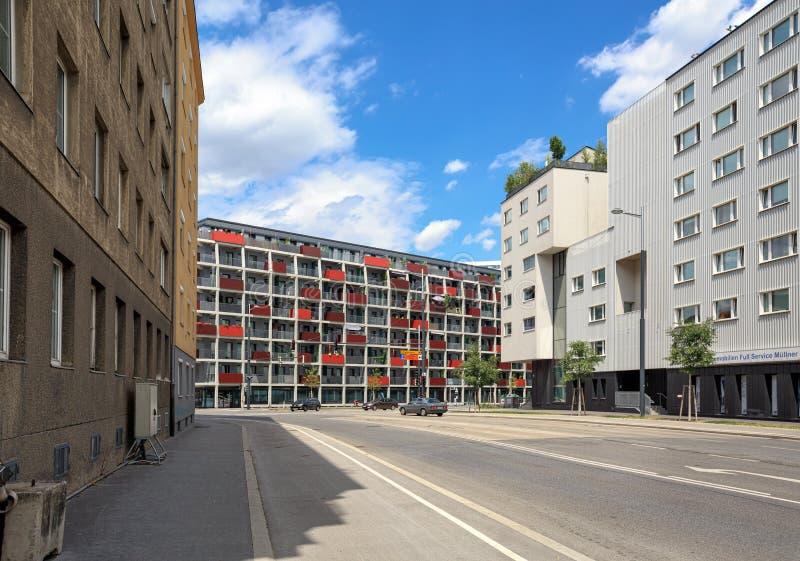 Взгляд современных жилых домов в городе Favoriten вена Австралии стоковая фотография