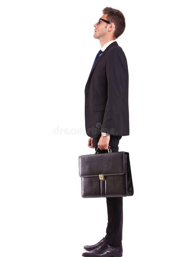 Взгляд со стороны бизнесмена или студента смотря вверх стоковые изображения