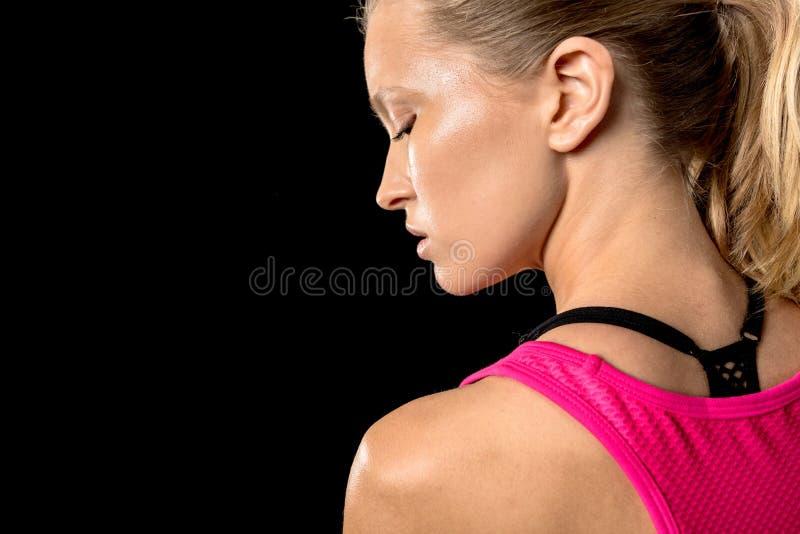 взгляд со стороны молодой sportive женщины стоковые изображения