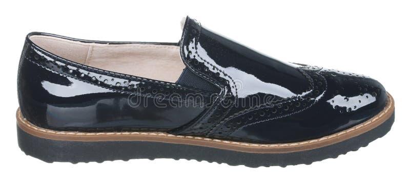 Взгляд со стороны черноты и коричневого цвета залакировал кожаный мужской ботинок лета стоковая фотография