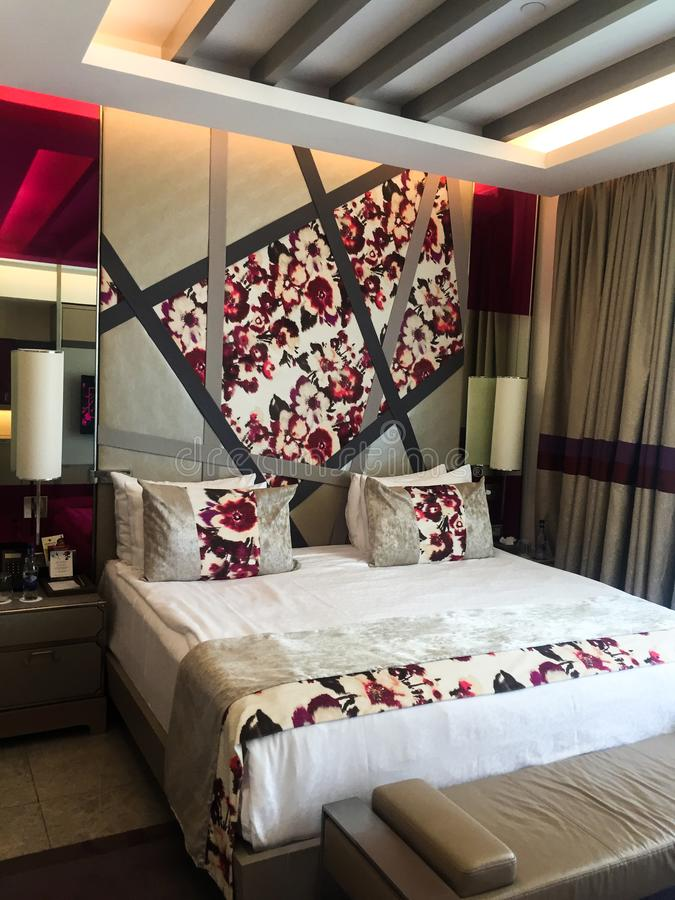 Взгляд спальни гостиницы стоковая фотография rf