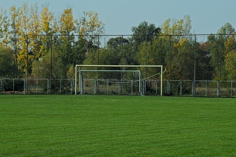 Взгляд спокойной сцены на пустом футбольном поле стоковые фотографии rf