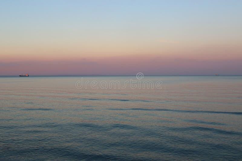 Взгляд Средиземного моря в вечере, Ларнаки, Кипра стоковые изображения rf