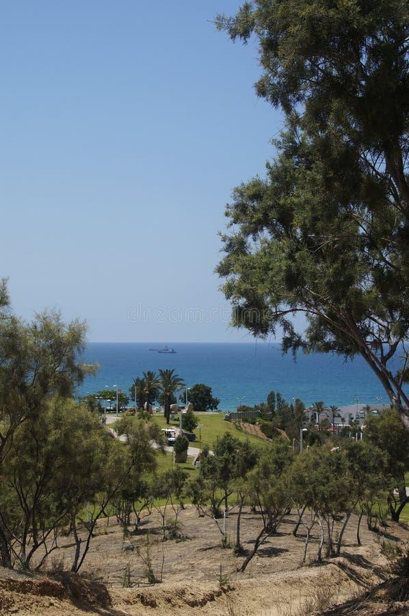 Взгляд Средиземного моря от парка стоковое изображение rf