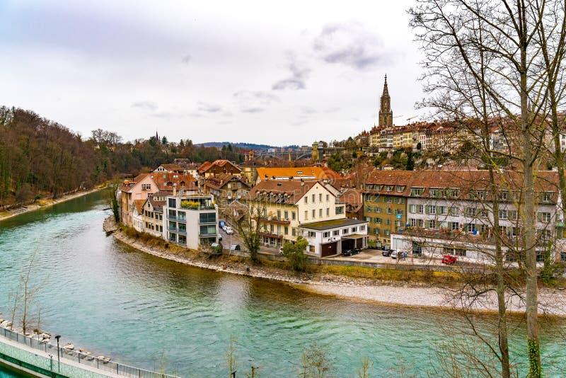 Взгляд старого городка Bern с собором Berner Мунстер стоковое изображение rf