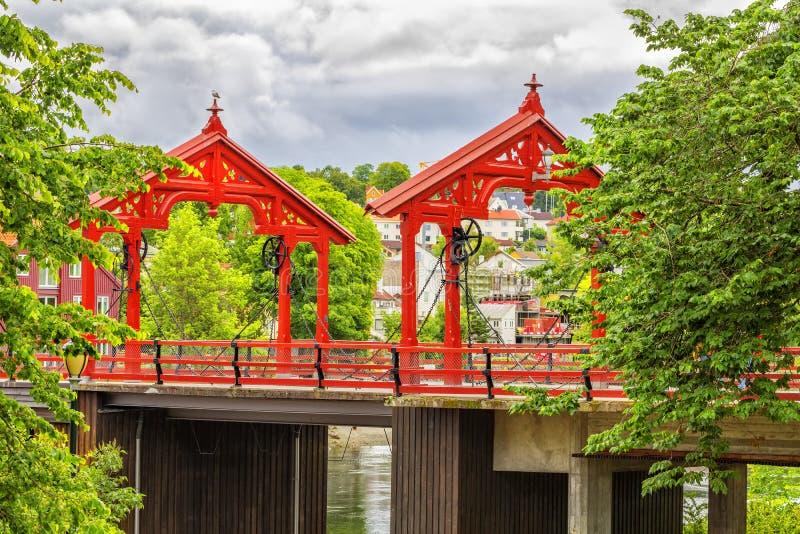 Взгляд старого моста городка в Тронхейме, Норвегии стоковое изображение