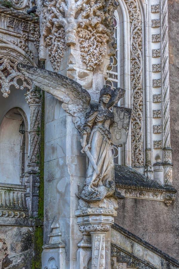 Взгляд статуи на дворце Bussaco, построение детали neogothic архитектуры стоковое изображение rf