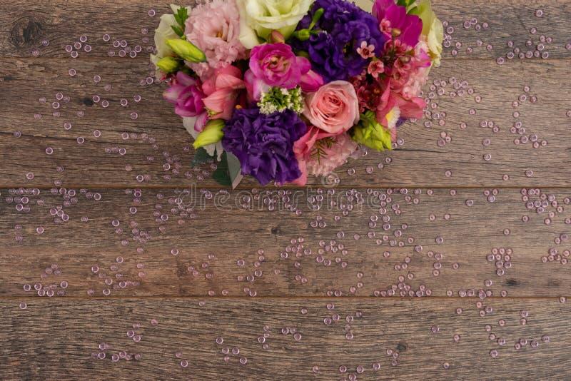 Взгляд столешницы свежие лилии стоковая фотография