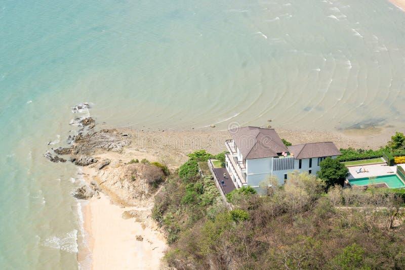 Взгляд с видом на море высокого угла дома стоковая фотография
