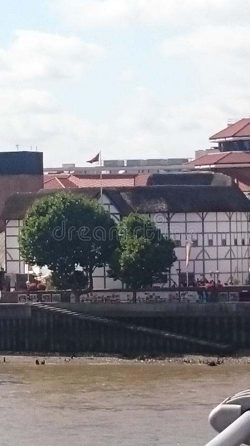 Взгляд театра глобуса от моста тысячелетия стоковая фотография rf
