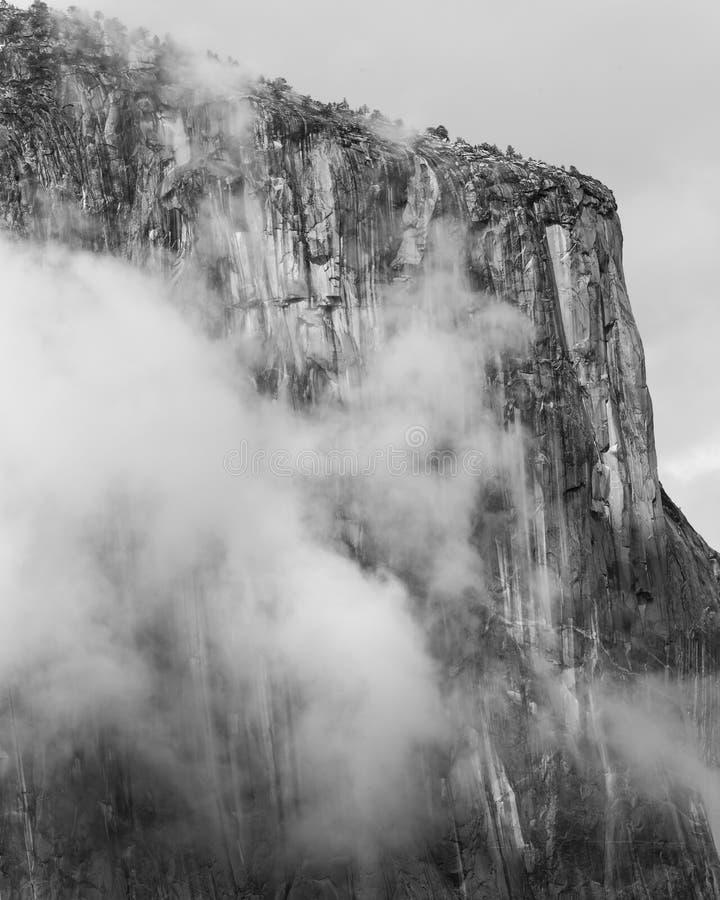 Взгляд тоннеля на Yosemite после шторма 2 стоковая фотография