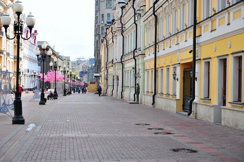 Взгляд торговой улицы Arbat пешеходной, Москвы стоковые изображения