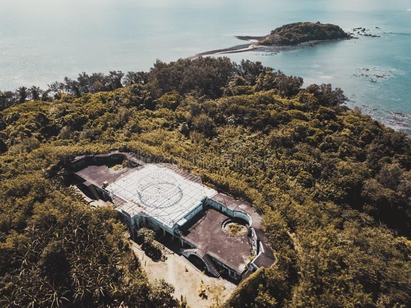 Взгляд трутня старого здания на острове стоковое изображение rf