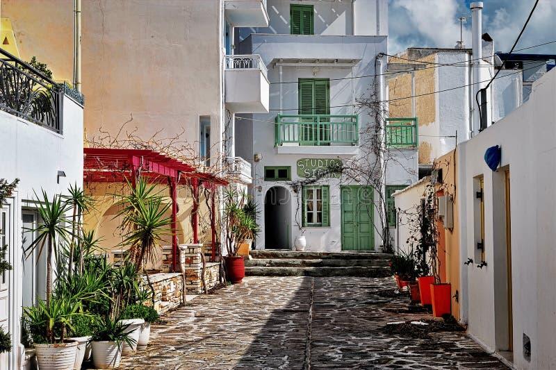 Взгляд улицы в городке Chora старом, Naxos, Греции стоковые изображения