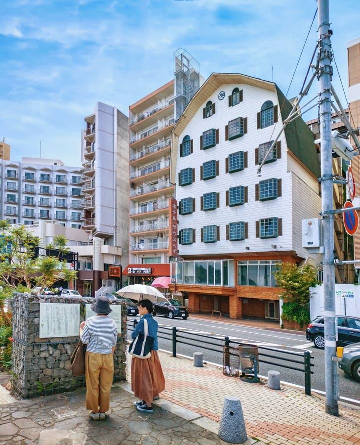 Взгляд улицы города Atami, префектуры Shizuoka, Японии стоковое фото rf