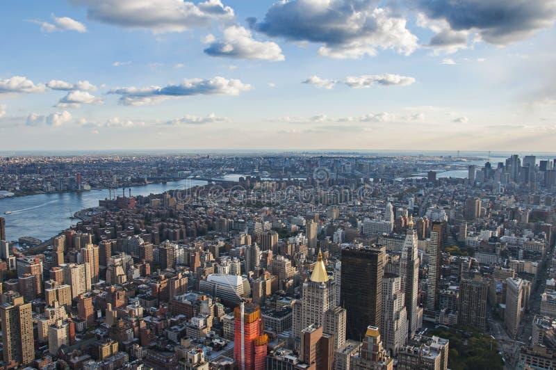 Взгляд улицы Манхаттана от Эмпайра Стейта Билдинга в Нью-Йорке стоковая фотография