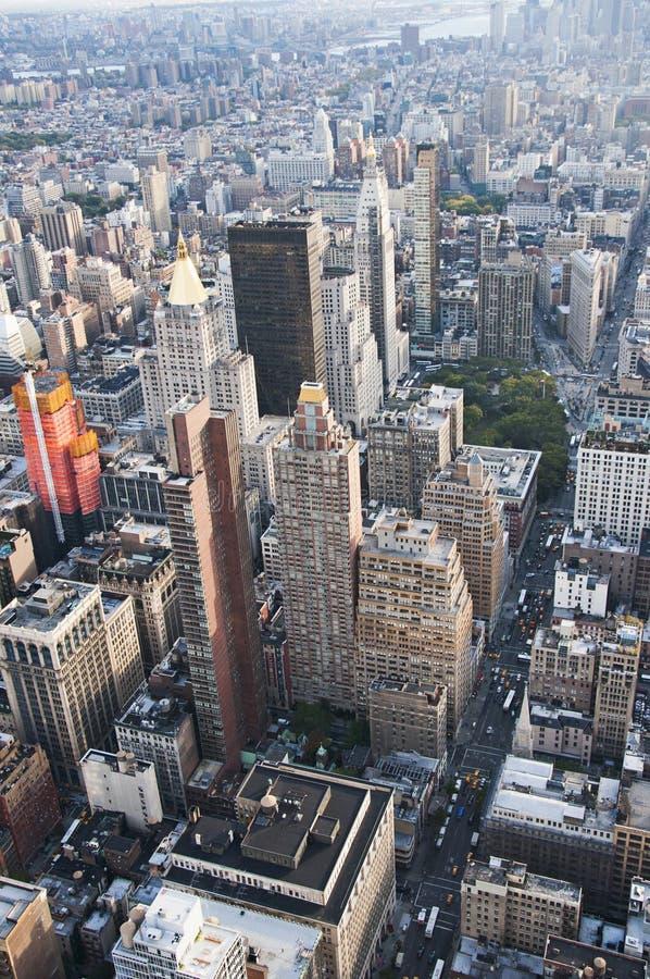 Взгляд улицы Манхаттана от Эмпайра Стейта Билдинга в Нью-Йорке стоковое фото