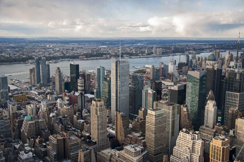 Взгляд улицы Манхаттана от Эмпайра Стейта Билдинга в Нью-Йорке стоковые фотографии rf