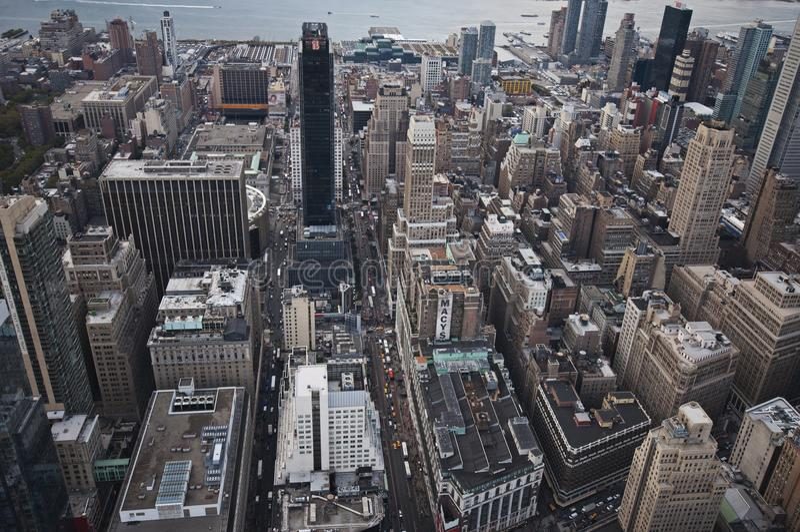 Взгляд улицы Манхаттана от Эмпайра Стейта Билдинга в Нью-Йорке стоковые изображения rf