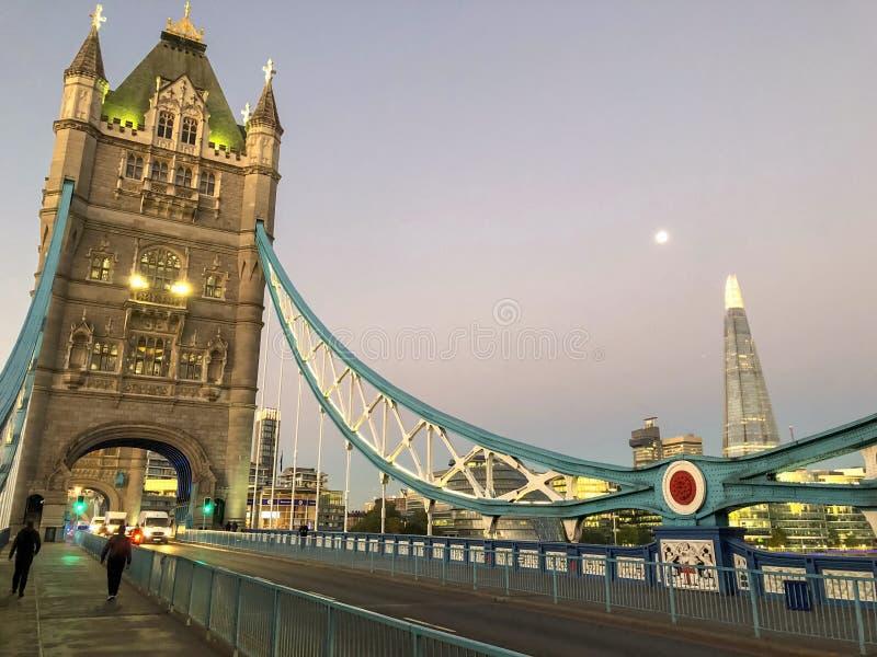 Взгляд улицы моста башни стоковая фотография rf