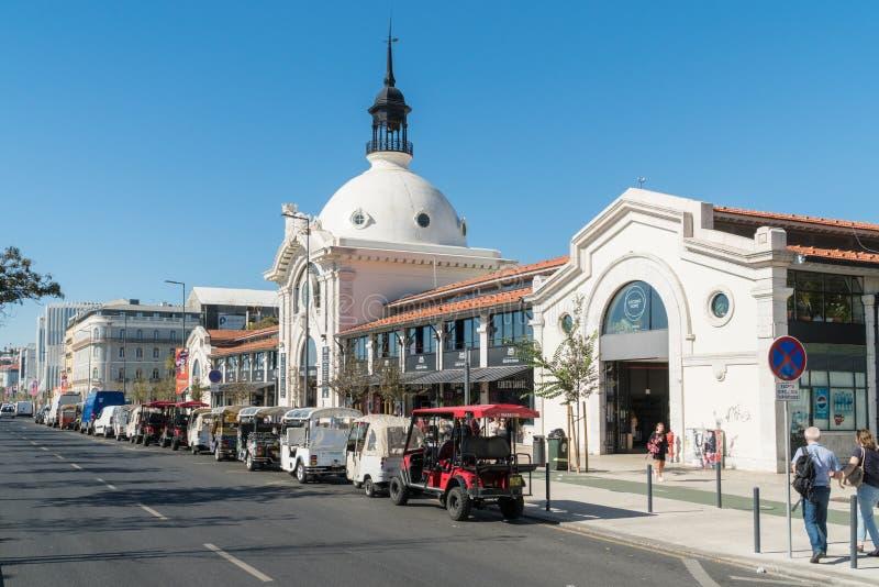 Взгляд улицы Mercado Da Ribeira, большинств популярного пятна еды в l стоковые фотографии rf