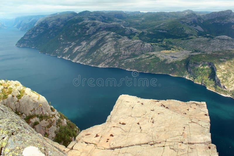 Взгляд утеса амвона ` s проповедника Preikestolen над Lysefjord, Норвегией стоковое изображение