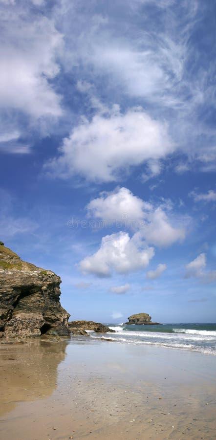 взгляд утеса portreath чайки cornwall панорамный стоковое фото