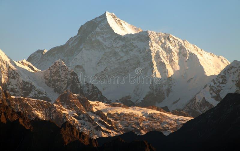 Взгляд утра держателя Makalu, Гималаев Непала стоковое фото rf