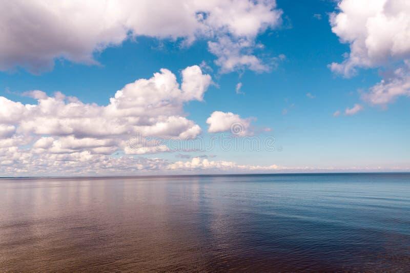 Взгляд утра моря в лете стоковое изображение rf