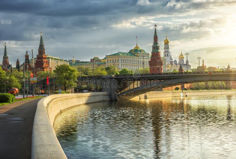 Взгляд утра солнечный Москвы Кремля стоковое фото rf