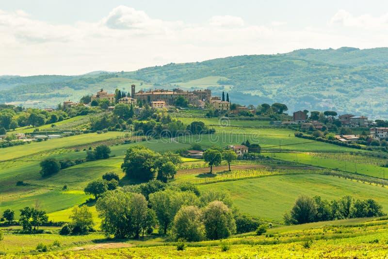 Взгляд утра с красивыми холмами Умбрии около Assisi, Италии стоковое изображение rf