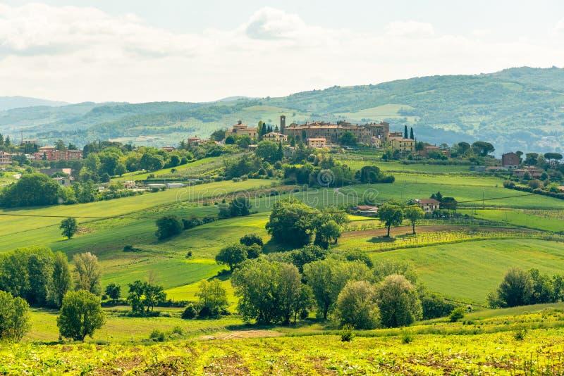 Взгляд утра с красивыми холмами Умбрии около Assisi, Италии стоковое изображение