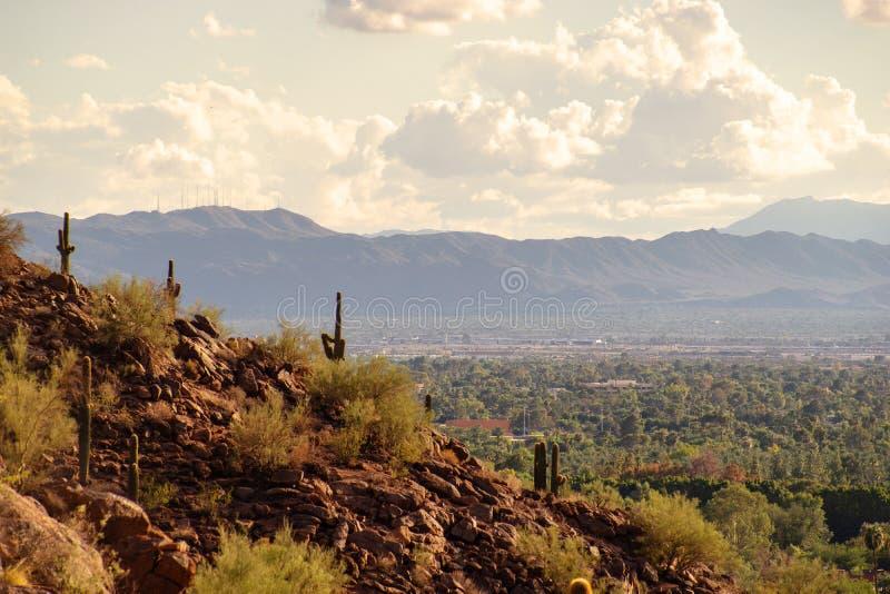 Взгляд Феникса и Tempe от горы Camelback в Аризоне, стоковое изображение