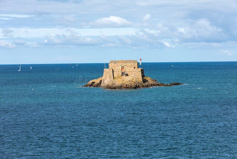 Взгляд Форта Du Петит Быть в St Malo brittani стоковые фото